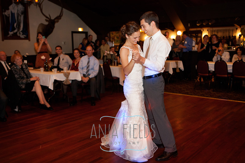 Roxbury-wedding-Dorf-Haus