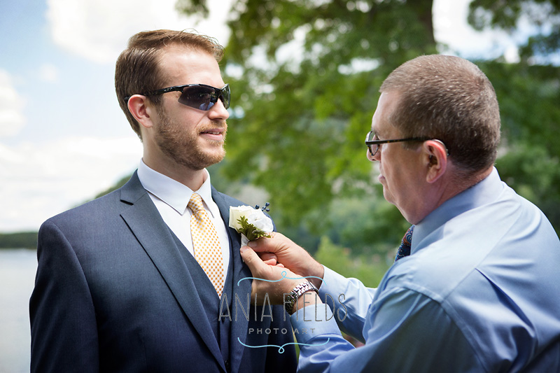 groom getting ready at Devil's Lake State Park