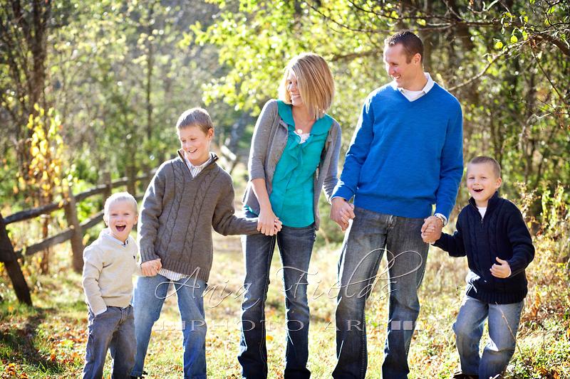 Outdoor Fall Family Photo Clothing Ideas